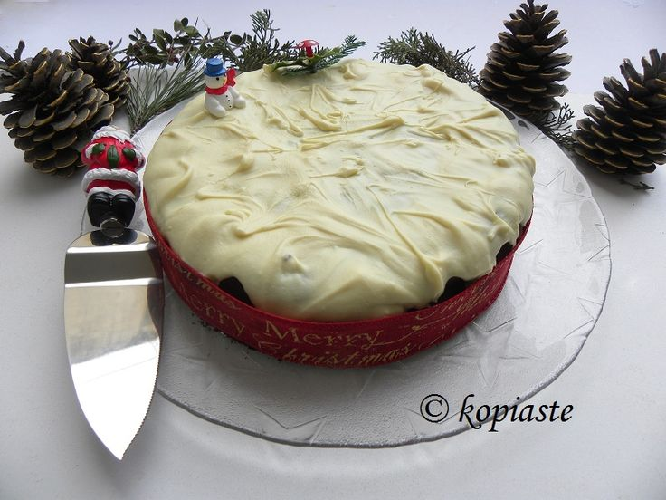 Vassilopita is the Greek New Year's Cake with a coin in it. This year I made a Grand Marnier Vassilopita topped with White Chocolate glaze. #Βασιλόπιτα με Γκραν Μαρνιέ και Λευκή Σοκολάτα http://www.kopiaste.info/?p=16421