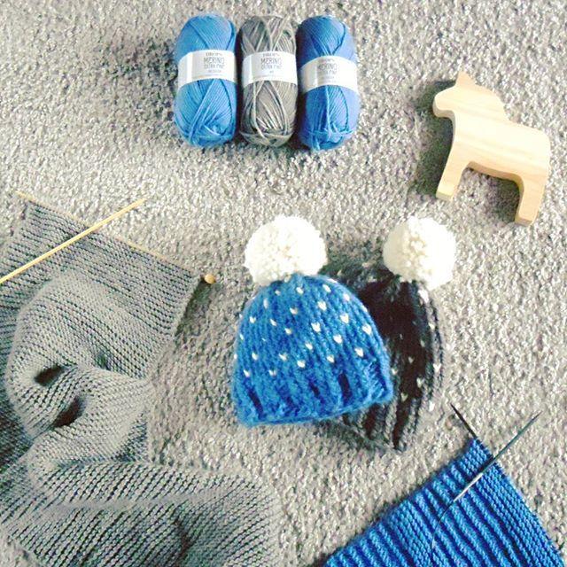 Udziergi z grudnia ale dopiero teraz przypominało mi się o tym zdjęciu :) #knitting #knittinginprogress #winter  #knittstagram #hat  #knittedbeanie #beanie #weareknitters #yarn #yarnaddict #wool #merinowool #merinoextrafine #drops #knittedscarf #scarf #cowl #igknitters
