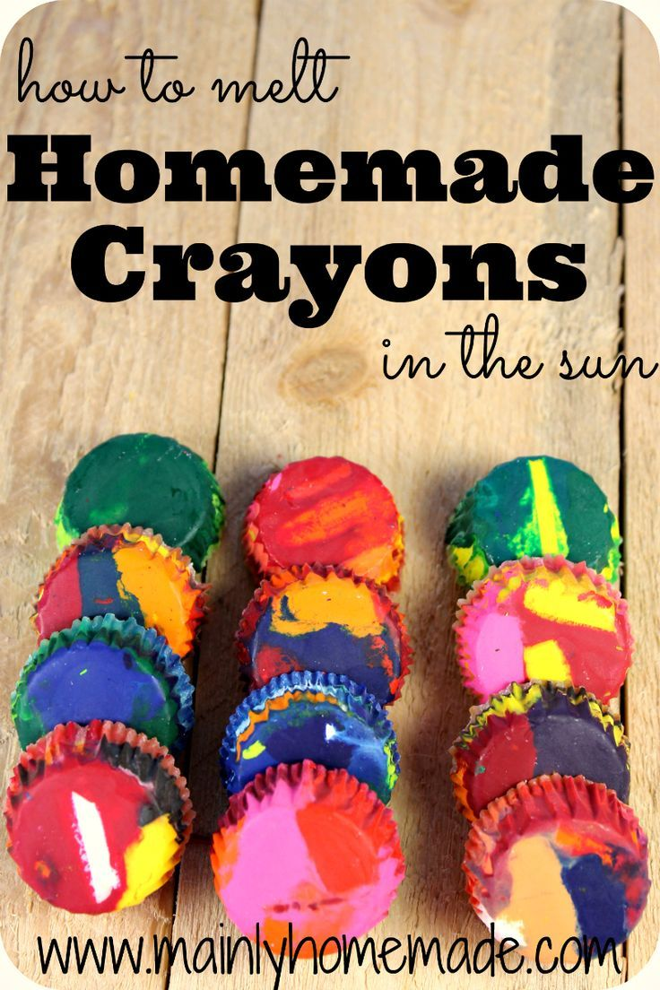 How to make Homemade Crayons in the sun. Fun craft to take all the leftover crayons and melt them for new art. Easy craft idea for Earth Day. DIY crayons for gifts and crafts. Earth Day craft.