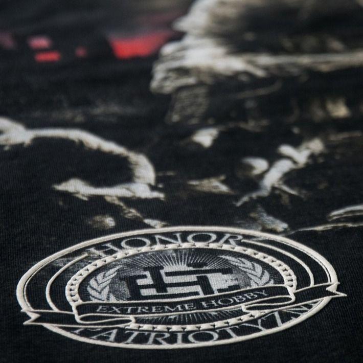 Motyw patriotyczny na koszulce '1944' ---> Streetwear shop: odzież uliczna, kibicowska i patriotyczna / Przepnij Pina!