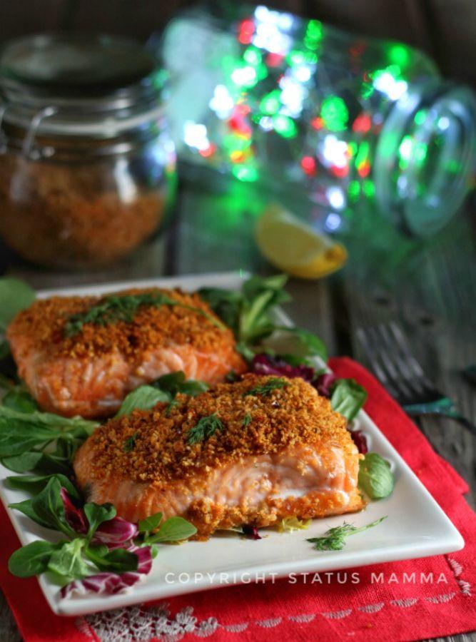 facile e veloce secondo di mare con un tenerissimo salmone in crosta con una panure mediterranea semplice profumata perfetto anche per le occasioni speciali