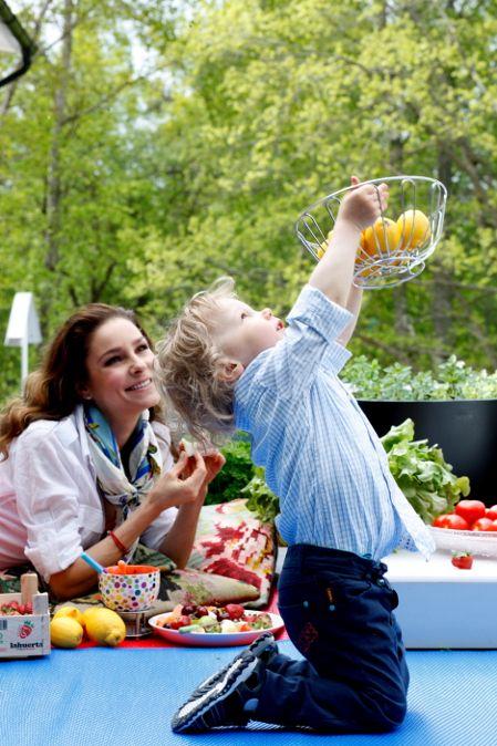 Karita Tykkä Raakaa ja makeaa -kirja, photographer: Ulla-Maija Lähteenmäki, #raakaruoka #rawfood #fruits #cherries