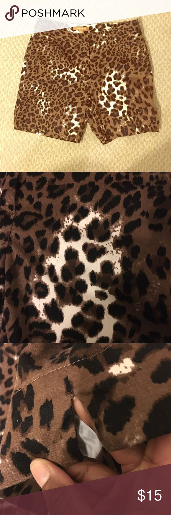 Ellen Tracy animal print cotton shorts These shorts can be paired with just about any solid color shirt! The length measures 15.5 inches waist is 32 inches Ellen Tracy Shorts