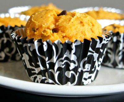 Recipe for 3-Ingredient Pumpkin Chocolate Chip Muffins (no oil, no eggs) #vegan #dessert #recipe #easy