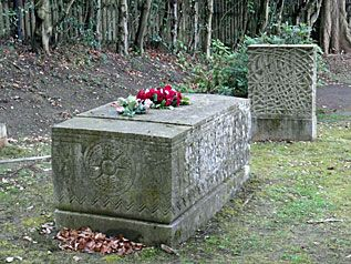 graves of titanic passengers | London's Titanic Survivors : Bruce Ismay (Putney Vale Cemetery)