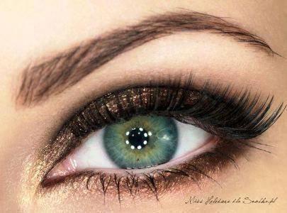 The Basic Eye Makeup Tutorial For Beginners | AmazingMakeups.com #Eyemakeup #makeuptutorialstepbystep