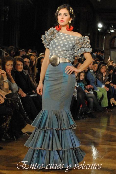 Traje Flamenca dos partes , blusa volantes lunares