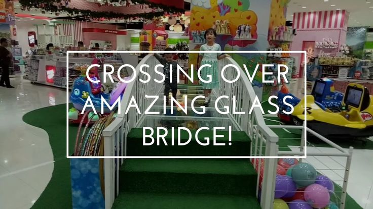 Crossing over Amazing Glass Bridge! At Toys City, Lotte Shopping Avenue,...