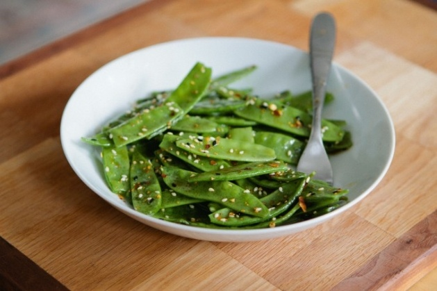 SNOW PEA SALAD WITH SESAME DRESSING @A Thought for Food: Chocolates Trifles, Side Dishes, Green Veggies, Peas Salad, Vegetables Side, Peas Pods, Sesame Dresses, Head Salad, Snow Peas