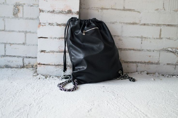 Faux leather bag, small pocket, leather string with chain. If you feel like the string is too long, you can make it smaller. Wipe clean.