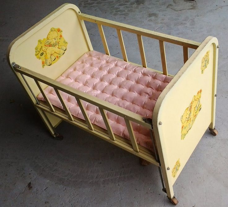 Vintage Amsco Doll E Crib