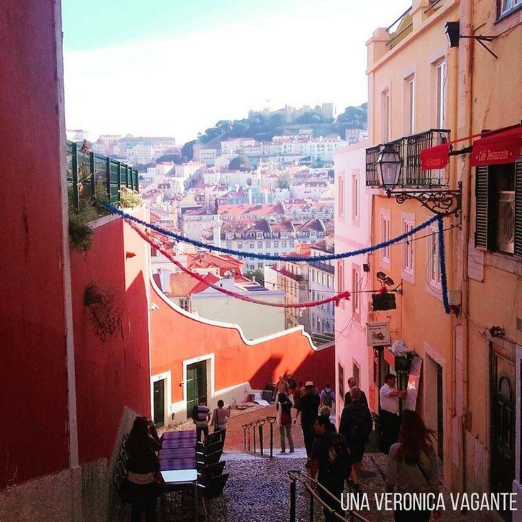 Cosa fare a Lisbona? Tra le 15 cose, sicuramente camminare per l'Alfama e godersi i Miradouro, anche se sono scalinate!