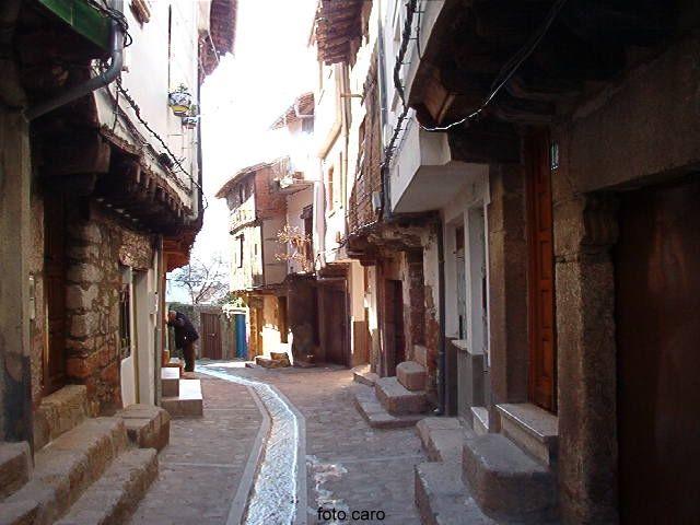 San Martín de Trevejo. Calle típica de Jose Luis Caro
