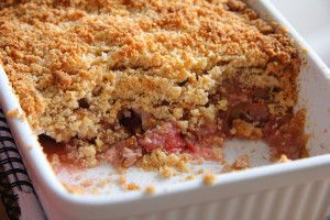 strawberry & rubarb crumble
