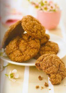 """Cookies de """"chocolate"""" - Dukan  Excelentissimo  Para duas pessoas - Preparaçao: 10min - Cozimento: 30 min PP - PL  6 colheres de sopa de farelo de trigo 5 ovos 3 colheres de sopa de fromage blanc com 0% de gordura 6 colheres de sopa de leite desnatado em poh 2 colheres de sopa de Splenda (adoçante) 1 pacote de fermento 4 colheres de café de cacao sem açucar e gordura 10 gotas de aroma de amêndoa amarga 10 gotas de arôma de avela"""