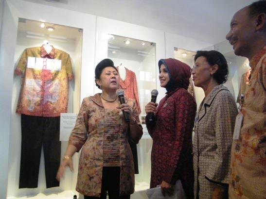 Ani Yudhoyono, Balqis Diab, Herawati Budiono, Basyir A.Syawie @museumbatik Pekalongan via @way_Hd