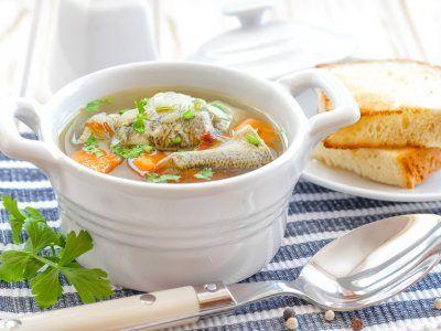 Receta de Caldo de pescado | Esta receta es para que disfrutes de un delicioso caldo de pescado, ya sea cerca del mar o lejos. Nunca olvides meter variación en tus menus, que mejor manera que recordando los mariscos.