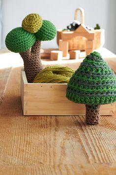 Gehäkelte Bäume als Rasseln - free pattern