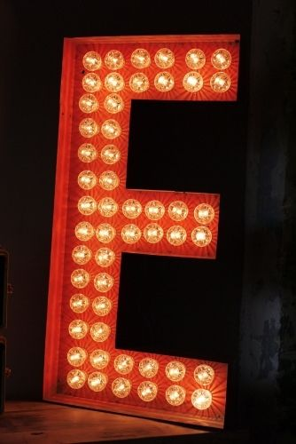tres grande lettre e d 39 ancienne enseigne lumineuse fa on fete foraine d coration pinterest. Black Bedroom Furniture Sets. Home Design Ideas
