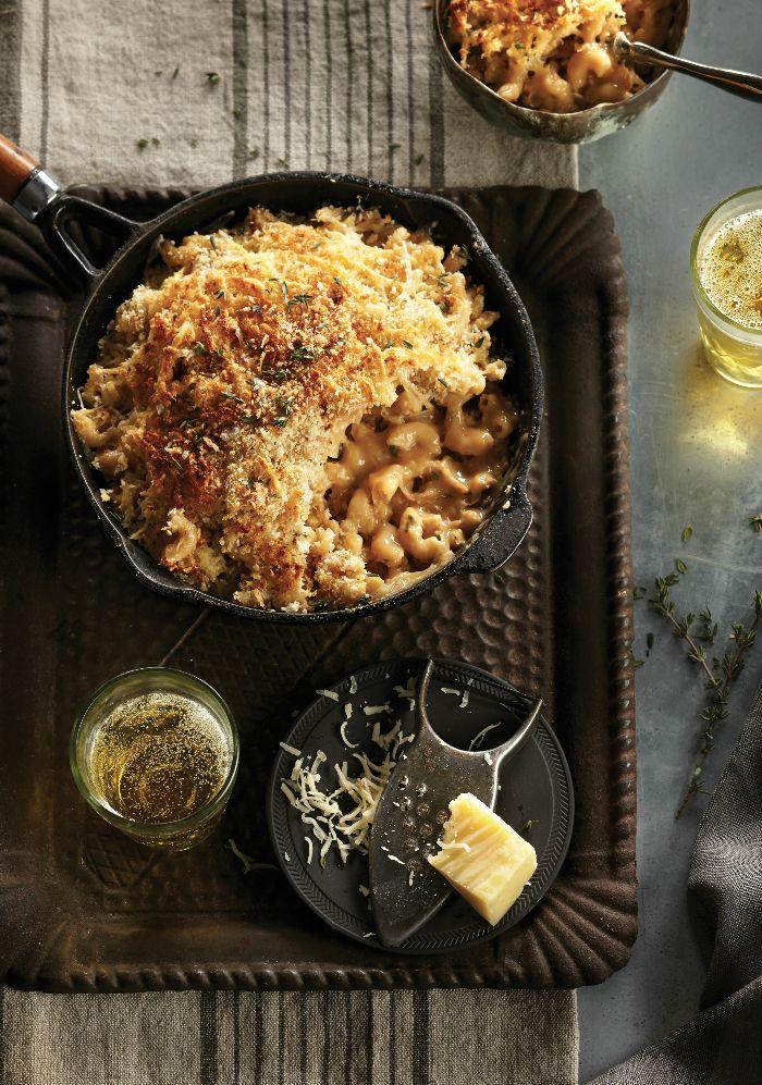 Pour donner du croustillant au gratin de macaronis, on y ajoute de la chapelure panko.