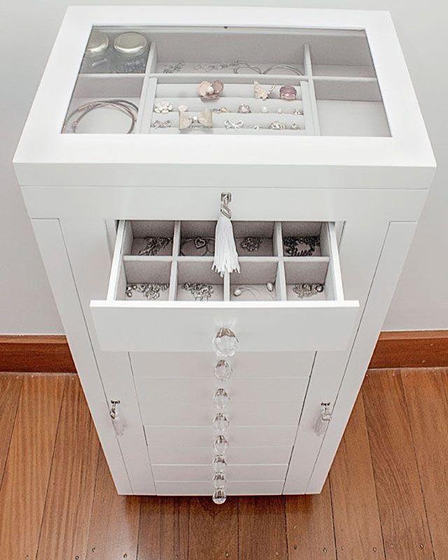 Pode ser usado como mini-ilha em um walk-closet pequeno