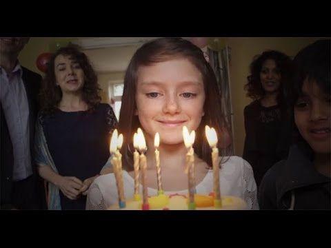 """""""Que no suceda aquí no significa que no esté sucediendo"""" es el slogan de esta campaña que intenta concientizar sobre el sufrimiento de los niños durante los ..."""
