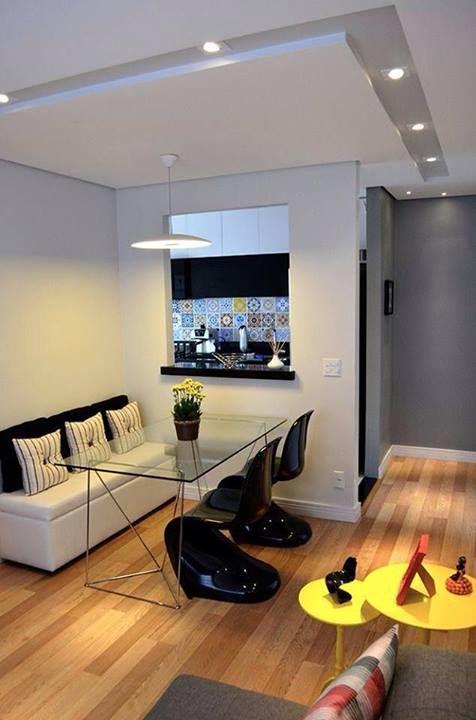 Sala de Jantar com canto alemão. Quando os ambientes são integrados, é indicado manter a mesma temperatura de cor das lâmpadas.