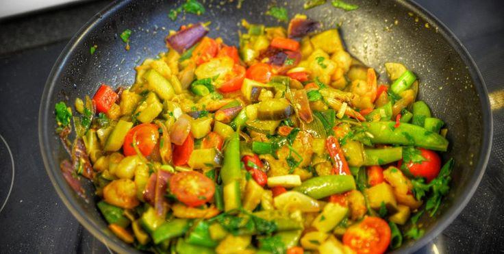 Krewetki z zielonym curry, mlekiem kokosowym i chili