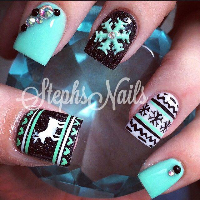 Minty xmas nails