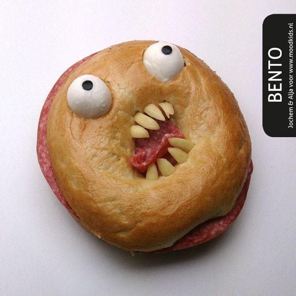 op zoek naar een snelle Halloween bento ? Dan is deze horror bagel geschikt. Spooky en Snel !