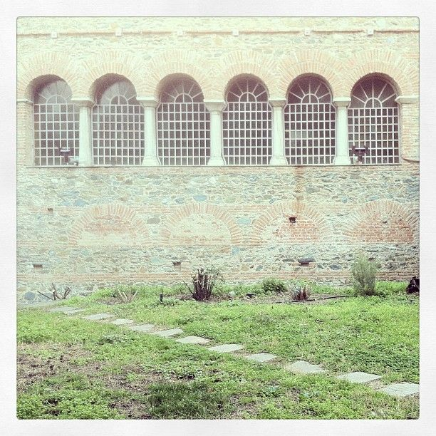 The south wall of Acheiropoietos Church. It doesn't get more Byzantine than that! (Walking Thessaloniki - Route 03, St Sofia)