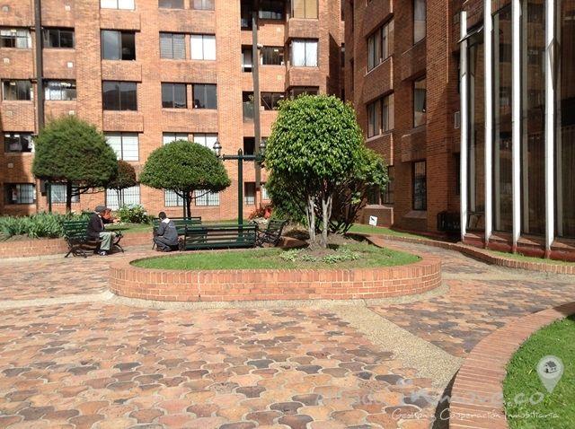 apartamento en venta - COLINA - Bogota D.C.. Precio: $ 300.000.000. Codigo: AV07266 www.inmove.co lindo Apartamnto 87M2, 3 habitaciones, estudio, 3 baños,  sala comedor con chimenea, pisos laminados en area comunes y alfombrado en las habitaciones, garaje cubierto, deposito, en conjunto cerrado con amplias zonas verdes, parque infantil, salon comunal, salon de Billar, Gym,   vigilancia 24 h.