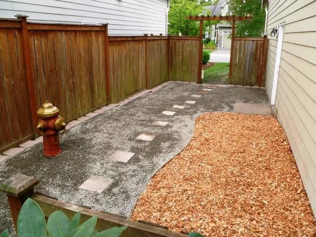 Complete with fire hydrant, this simple backyard is paradise for any pooch. Down to Earth Landscaping in Bellevue, Washington, designed this canine-friendly creation, making-over an existing yard. Mucky mud was replaced with gravel for better drainage, while dog friendly cedar chips brighten the area and make for an easy potty area…