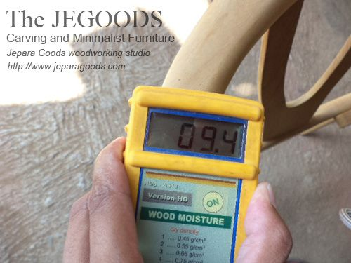 Check and controlling wood moisture content to ensure our furniture is dried and durable.  #jeparagoods #woodworking #moisturefurniture #indonesiateak #retrofurniture #scandinaviafurniture #midcenturyfurniture #drywood #kilndry #dryingfurniture #moisturecontentwood
