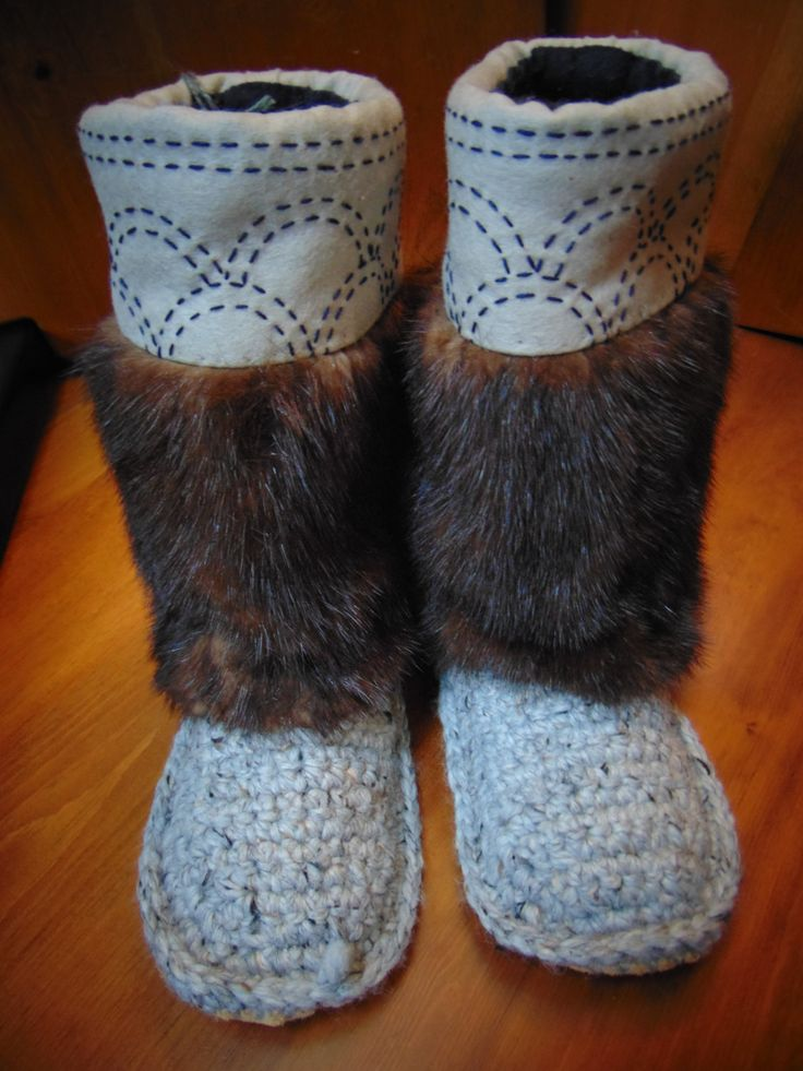 Mukluk Slippers (grey marble in circles) Size 10 by blinkymuffin on Etsy