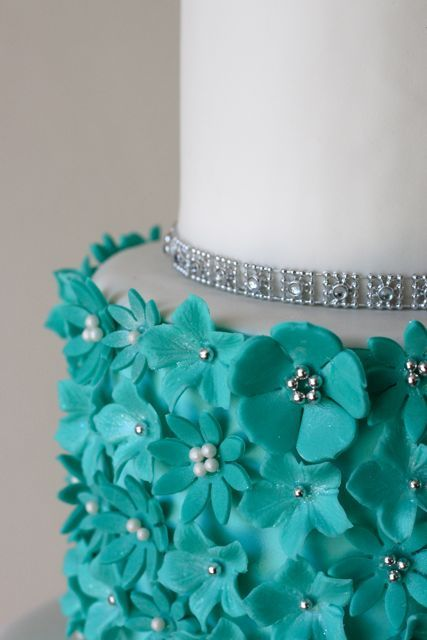 Love this color, especially on wedding cake.