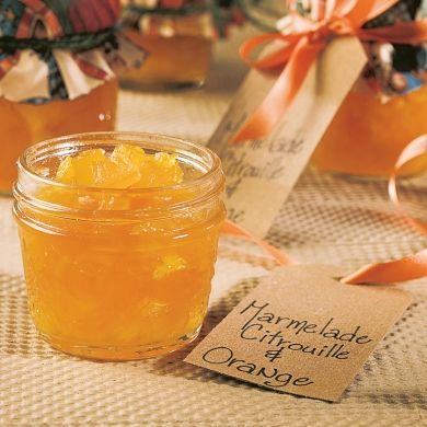 Pour un goût différent, loin de celui de certaines confitures traditionnelles! Cette marmelade se conserve plusieurs mois. N'hésitez pas à l'offrir en cadeau. Sur vos pots, ajoutez une étiquette et un couvercle original, ou toute autre décoration.