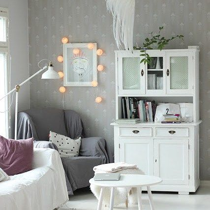 Mukavaa tiistaita!#koti#home#myhome #olohuone#sisustus#scandinavianhome #interior #interiør #interior4all #interior123 #inredning #livingroom #vardagsrum #antiques #white #pihlgrenritola #jugend
