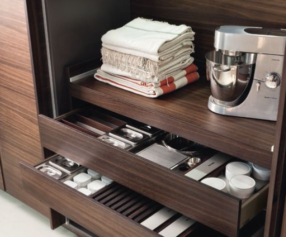 POLIFORM|VARENNA_Drawers in the brown lacquer finishing, inner equipment in wenge and steel.