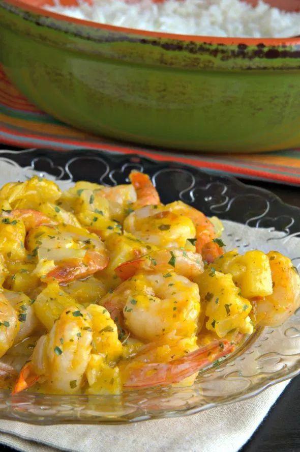 Camarones salteados con piña y mango Shrimp Recipes, Lunch Recipes, Mexican Food Recipes, New Recipes, Cooking Recipes, Favorite Recipes, Recipies, Mango Curry, Ceviche Recipe