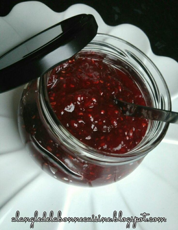 1 kg de framboises   400 gr de sucre ou 2 c à soupe de   Sucandine (sucre pour les diabétiques)   1c à café de jus de citron   2 g...
