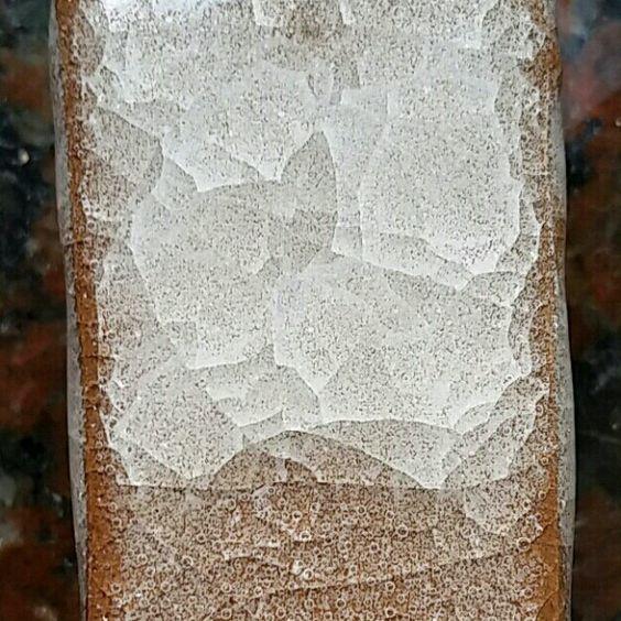Snowflake Crackle #8, ^5-6 Nepheline Syenite82.7 Frit 31247.5 Ball Clay5.9 Magnesium carbonate3.9 Total Base:100  Bentonite2  Epsom salts0.25 Total:102.25