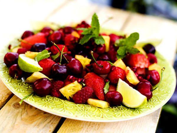 Fruktsallad med lime, mynta och granatäpple
