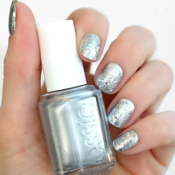 Obsessed with the mirror chrome look? (We definitely are...)! Get this manicure using essie 'no place like chrome' a memorable silver metallic, 'frilling me softly' a charming blend of platinum & cobalt from the luxeffects fringe collection and  'set in stones' a disco mirror ball chaos from luxeffects.