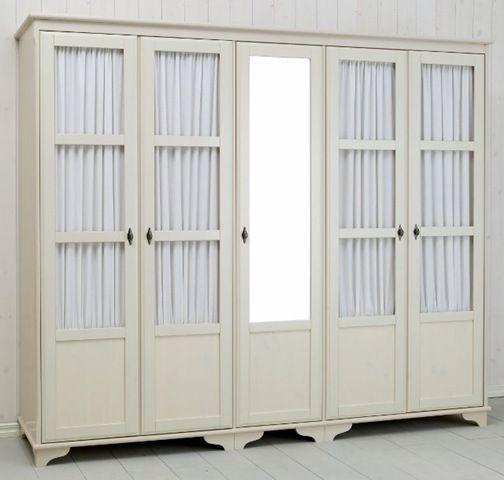 Inbyggd sådanhär liknande gammeldags garderob i hall, fast med skjutdörrar. Spegel i mitten.