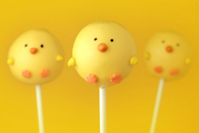 chick cake pops! these make me happy just looking at them.