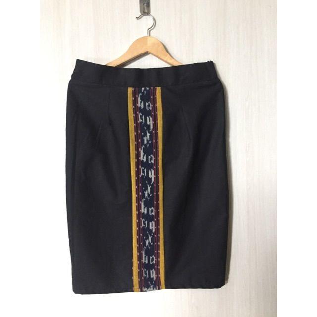 Temukan dan dapatkan Pencil skirt tenun  hanya Rp. 98.000 di Shopee sekarang juga! https://shopee.co.id/imanggoethnic/142167366 #ShopeeID