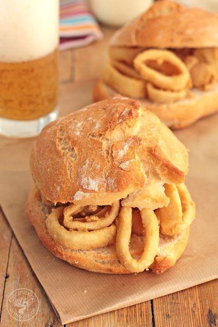 Cómo hacer un Bocadillo de calamares en casa, receta paso a paso. Best Sandwich Recipes, Pizza Sandwich, Tacos And Burritos, Mini Sandwiches, Luxury Food, Fat Foods, Lunch Snacks, Tostadas, Street Food