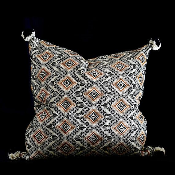 Handgewebtes Kissen aus Guatemala. Design: grau, schwarz & braun, Diamanten handbestickt. Kissenbezug 50x50 cm.