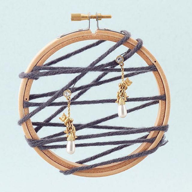 ✨ Kitten & Pearl Drop Earrings 💙✨ . . . #BillSkinner #Kittens #craft…